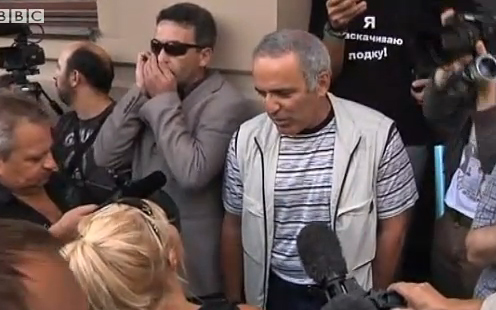 Garry Kasparov talking to reporters, August 17, 2012