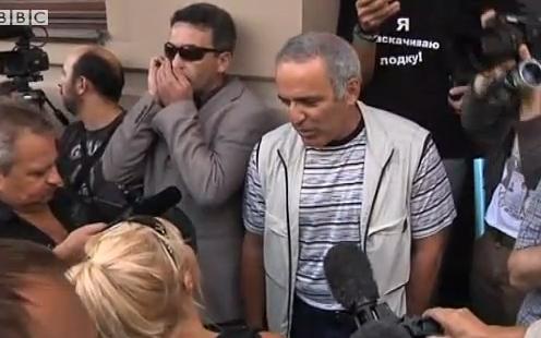 Garry Kasparov talking to reporters, August 17, 2012