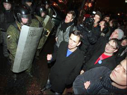 Ilya Yashin and Aleksei Navalny at a December 5 rally in Moscow. Source: Kasparov.ru