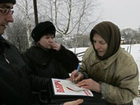 Ingush voter filling out a statement. source: gzt.ru