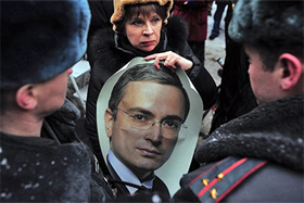 Protesters hold a picture of Mikhail Khodorkovsky. Source: ITAR-TASS