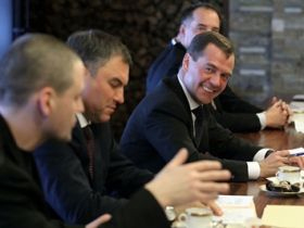 Medvedev meeting with opposition figures. Source: Firstnews.ru