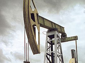 Oil extraction.  Source: Kommersant (c)