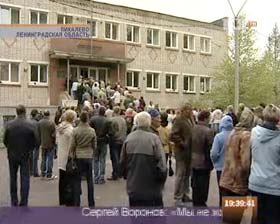 Pikalevo residents storm town hall.  Source: tv100.ru