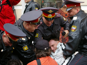Police breaking up a demonstration.  Source: kasparov.ru