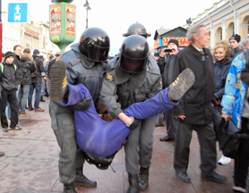 Police detaining protesters in St. Petersburg, 10/31/11. Source: Kasparov.ru