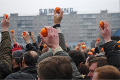 Kaliningrad protesters with tangerines. Source: Svetlana Romanova/Gazeta.ru