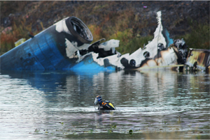 Diver at the crash site of a plane in Yaroslavl. Source: ITAR-TASS